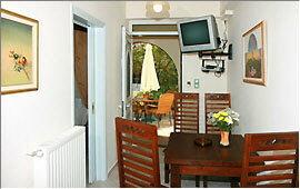 Apartment Giasemi - Dining table