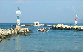 Georgioupolis: Fishing-boat leaving the port